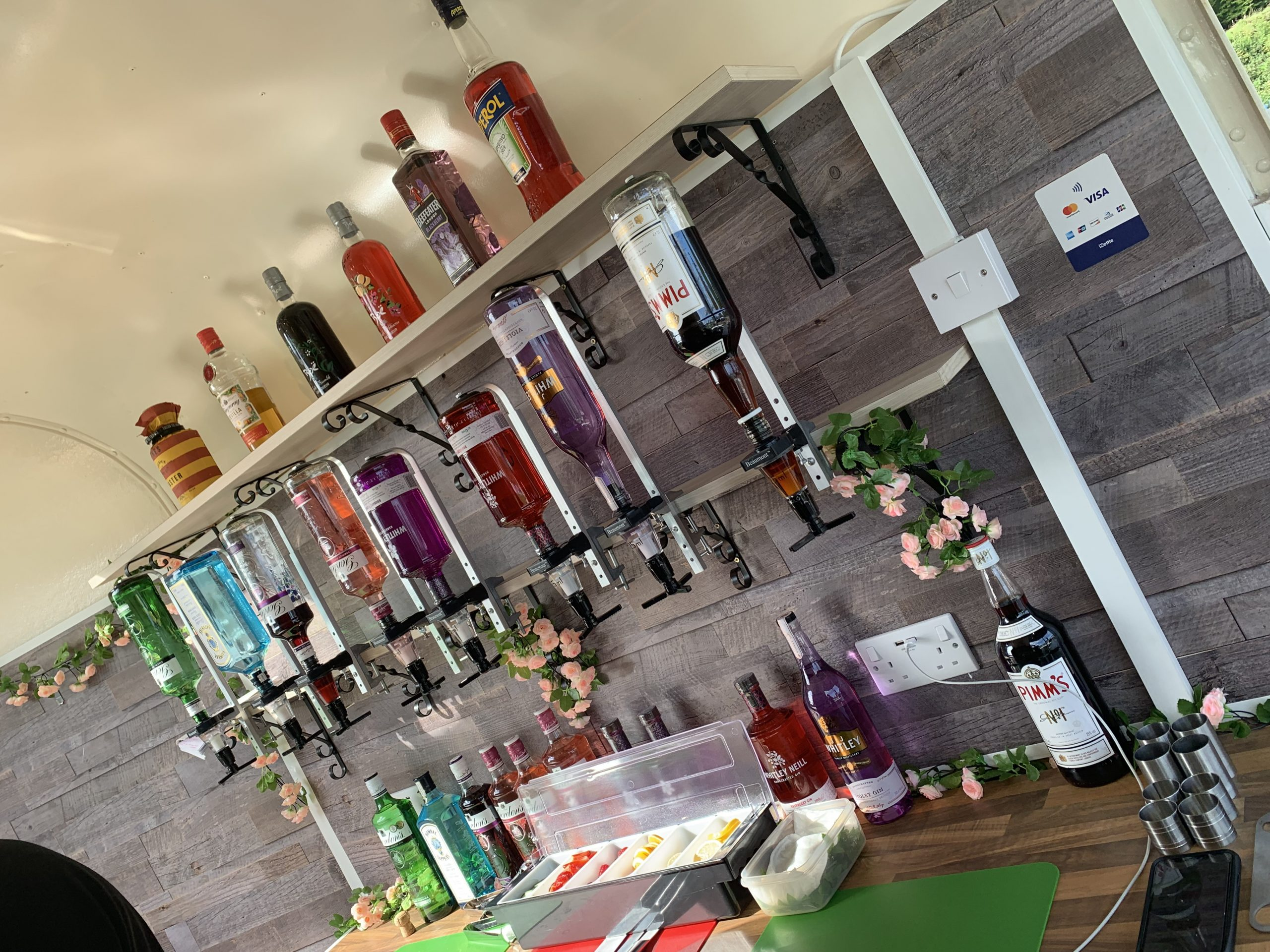 Mobile and pop up bar. Replace horsebox bar with Graham.